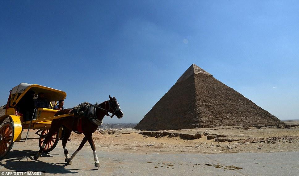 Ghosts of the pyramid - البوابة Article-2216352-15751F7C000005DC-280_968x570
