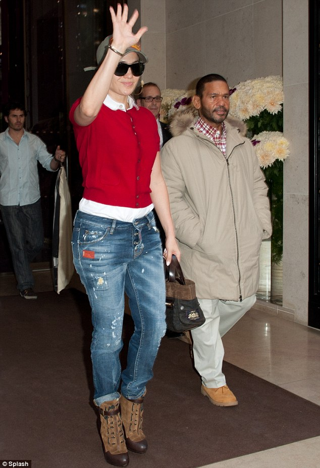 Дженнифер Лопес/Jennifer Lopez - Страница 5 Article-2219012-158A70A8000005DC-452_634x926