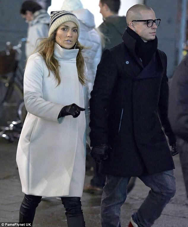 Дженнифер Лопес/Jennifer Lopez - Страница 5 Article-0-15D56BBD000005DC-263_634x765