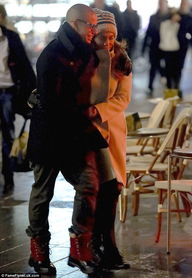 Дженнифер Лопес/Jennifer Lopez - Страница 5 Article-0-15D56C97000005DC-547_634x917