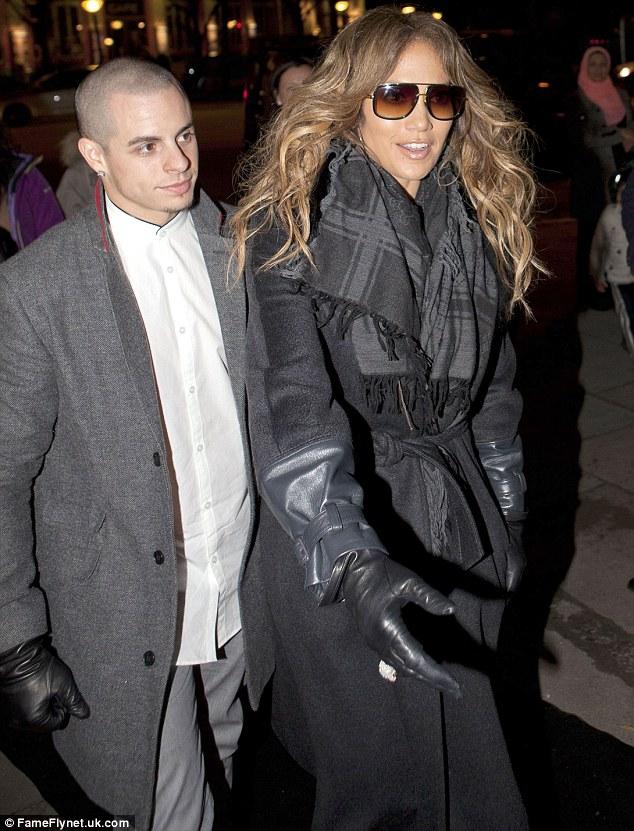 Дженнифер Лопес/Jennifer Lopez - Страница 5 Article-2227476-15D6BE89000005DC-279_634x831