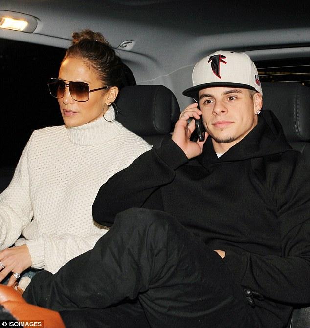 Дженнифер Лопес/Jennifer Lopez - Страница 5 Article-2227884-15D9703B000005DC-592_634x672