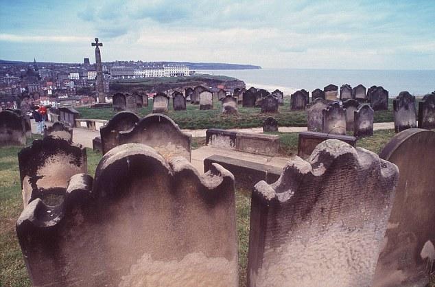 Avalanche d'ossements à Withby Article-2259560-16D4ACC9000005DC-313_634x418