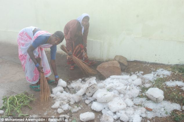 Nine people killed, as freak hailstorm rains ice boulders on Indian villages Article-2271147-1743B525000005DC-401_634x422