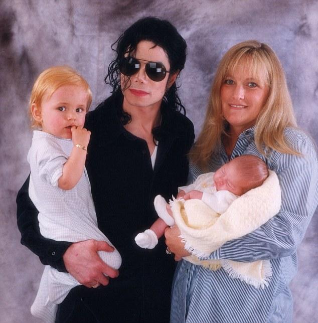 Paris Jackson si riunisce con sua madre Debbie Rowe Article-0-192D4BAC000005DC-599_634x644