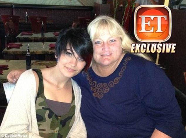 Paris Jackson si riunisce con sua madre Debbie Rowe Article-0-19843642000005DC-265_634x472