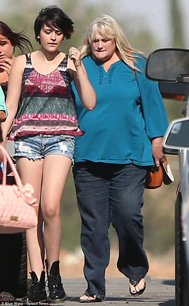 Paris Jackson si riunisce con sua madre Debbie Rowe Article-2319826-19A1531D000005DC-715_634x1023