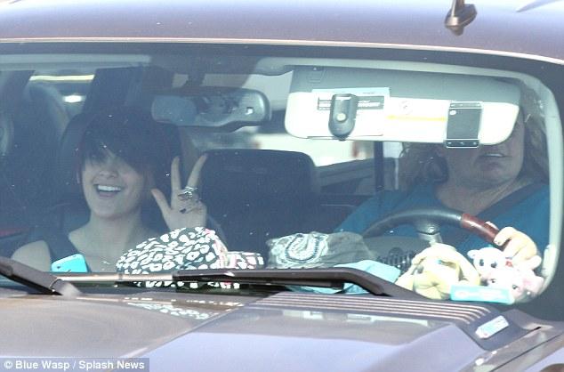 Paris Jackson si riunisce con sua madre Debbie Rowe Article-2319826-19A153CE000005DC-217_634x418