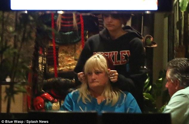 Paris Jackson si riunisce con sua madre Debbie Rowe Article-2319826-19A1573C000005DC-129_634x417