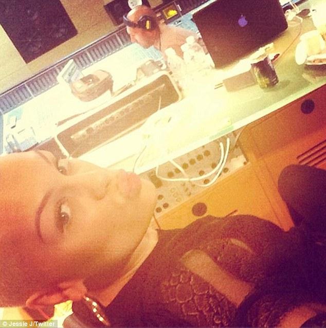 Jessie J en Redes Sociales >> @jessiejofficial (Twitter) & isthatjessiej (Instagram) - Página 7 Article-2320055-19A295FE000005DC-812_634x638