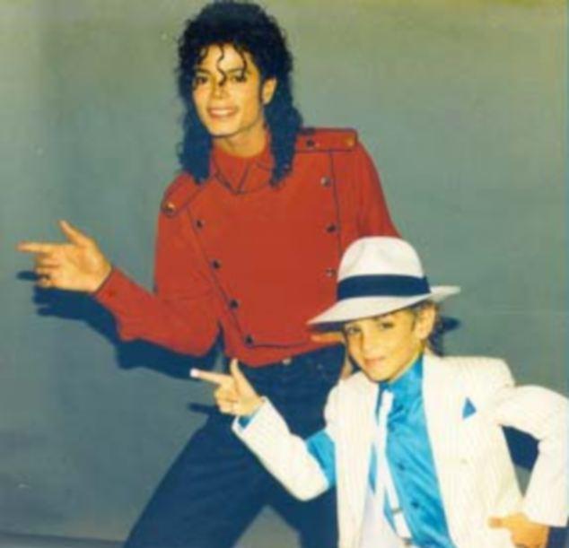 [ACCUSE RIGETTATE] Il coreografo Wade Robson accusa MJ di molestie  Article-0-19ABDA96000005DC-345_634x611