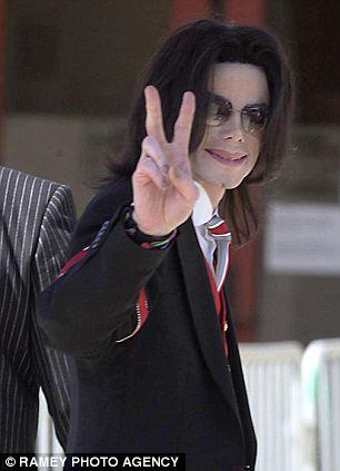 [ACCUSE RIGETTATE] Il coreografo Wade Robson accusa MJ di molestie  Article-0-19ABDAA2000005DC-109_306x423