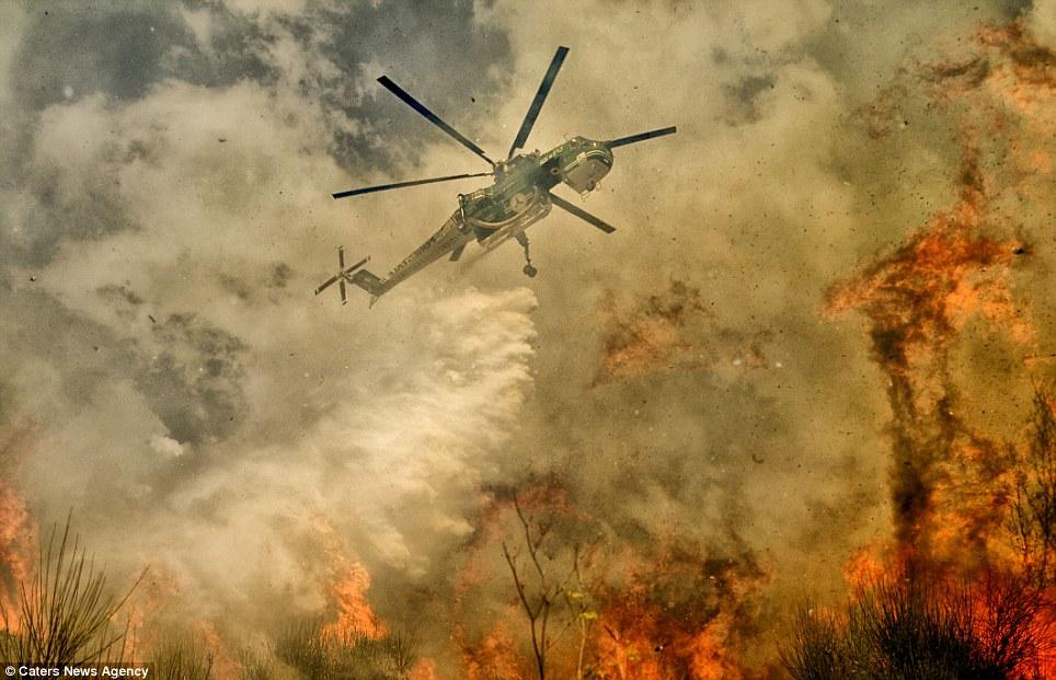 aeronaves - [Brasil] Fotos incríveis de aeronaves no combate aos incêndios florestais na Itália  Article-2335103-1A1F07BC000005DC-96_964x621
