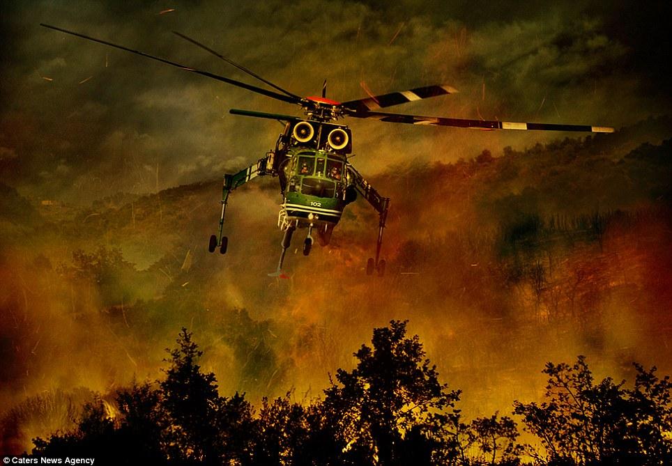 aeronaves - [Brasil] Fotos incríveis de aeronaves no combate aos incêndios florestais na Itália  Article-2335103-1A1F0919000005DC-548_964x669