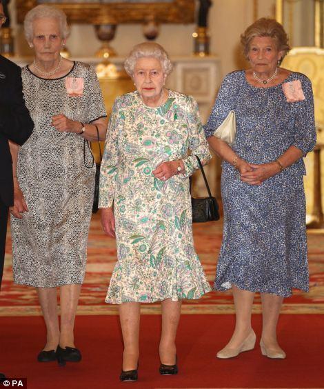 Isabel II, Reina de Gran Bretaña e Irlanda del Norte - Página 39 Article-2374931-1AF5C07A000005DC-672_470x564