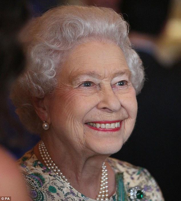 Isabel II, Reina de Gran Bretaña e Irlanda del Norte - Página 39 Article-2375377-1AF5CD51000005DC-822_634x704