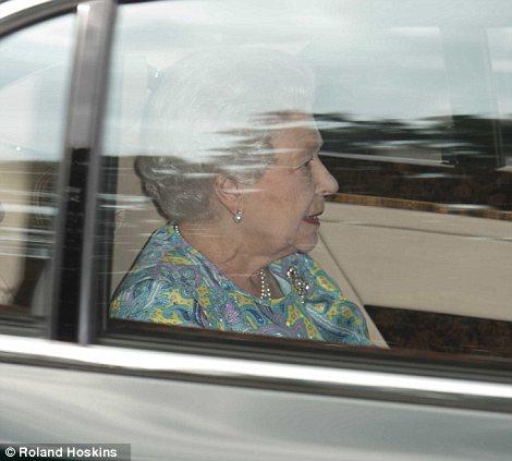 Isabel II, Reina de Gran Bretaña e Irlanda del Norte - Página 39 Article-2375788-1AF8442E000005DC-695_470x423
