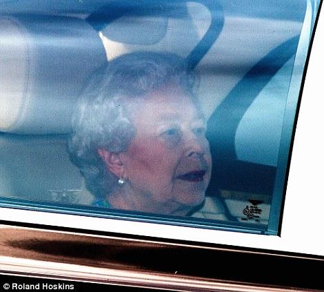 Isabel II, Reina de Gran Bretaña e Irlanda del Norte - Página 39 Article-2375788-1AF8443F000005DC-518_470x423