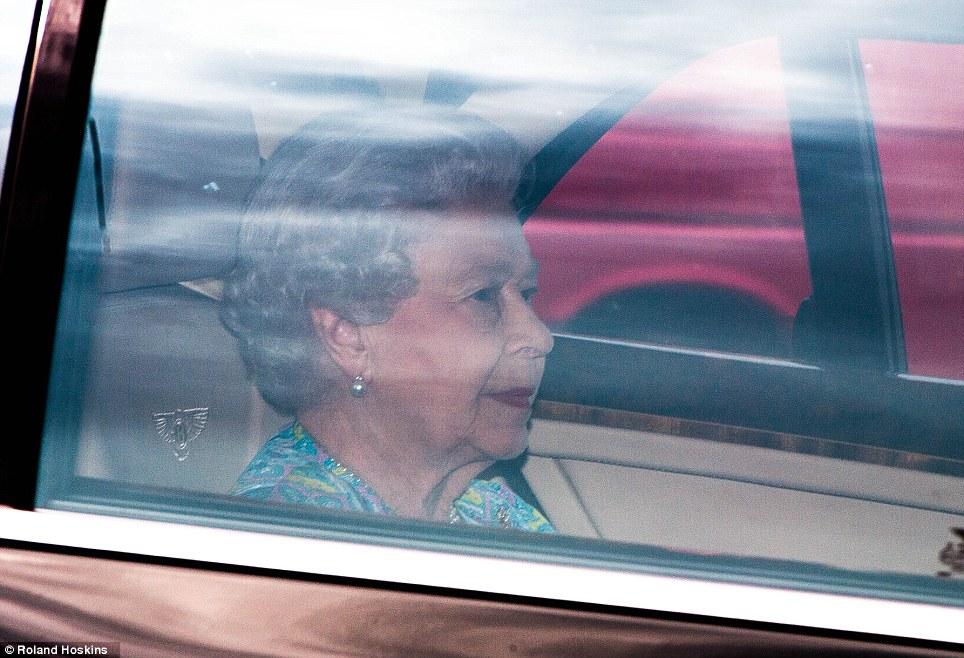 Isabel II, Reina de Gran Bretaña e Irlanda del Norte - Página 39 Article-2375788-1AF8444D000005DC-611_964x658