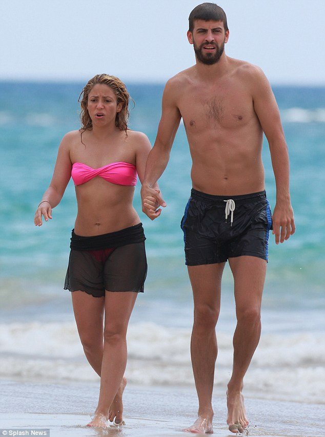 ¿Cuánto mide Shakira? - Altura real - Real height Article-2376625-1AF97F0D000005DC-854_634x851