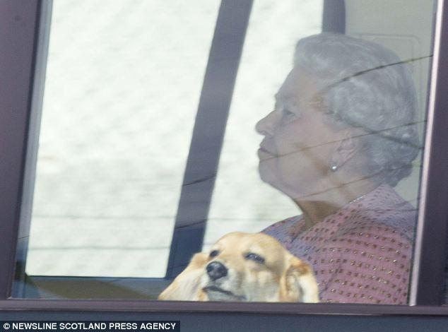 Isabel II, Reina de Gran Bretaña e Irlanda del Norte - Página 39 Article-2379099-1B018A41000005DC-188_634x470