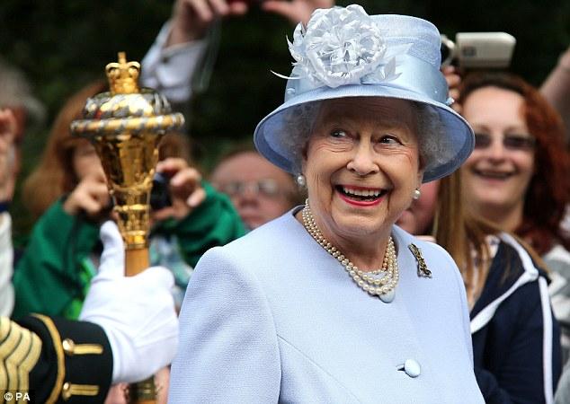 Isabel II, Reina de Gran Bretaña e Irlanda del Norte - Página 39 Article-2386875-1B33D05B000005DC-159_634x450