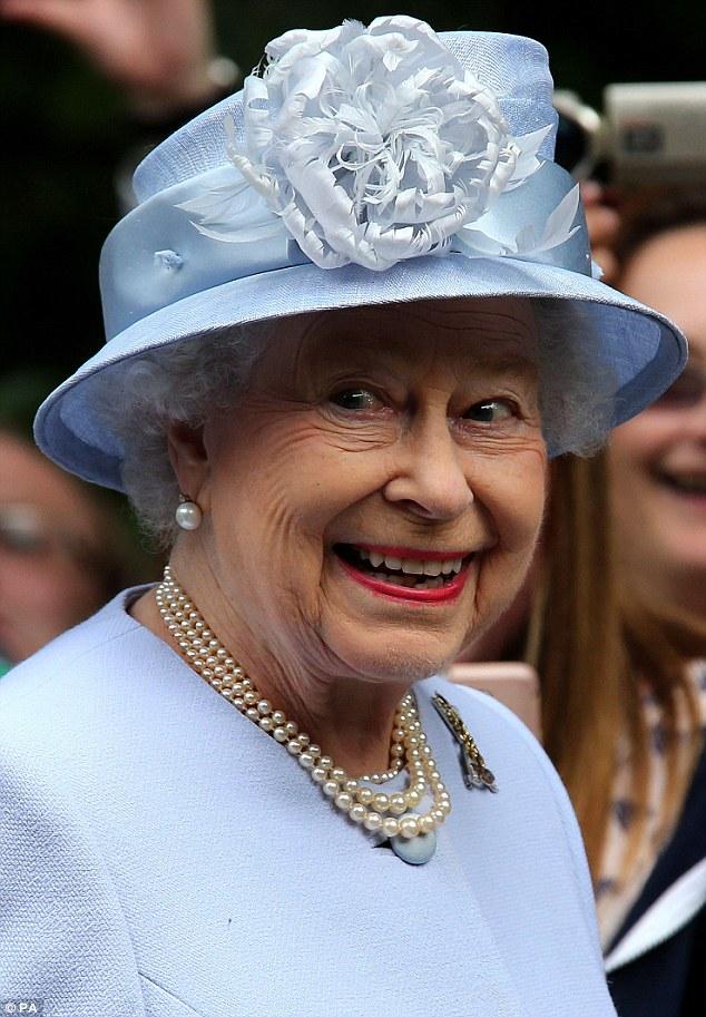 Isabel II, Reina de Gran Bretaña e Irlanda del Norte - Página 39 Article-2386875-1B33D15E000005DC-470_634x913
