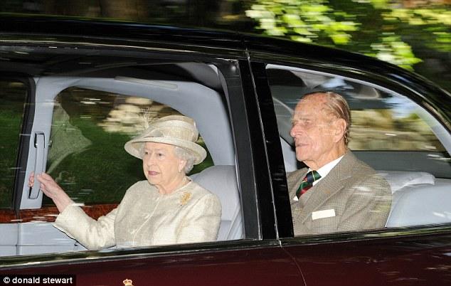 Isabel II, Reina de Gran Bretaña e Irlanda del Norte - Página 40 Article-0-1B5A639D000005DC-557_634x402