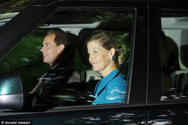 Isabel II, Reina de Gran Bretaña e Irlanda del Norte - Página 40 Article-0-1B5A63A1000005DC-619_634x421