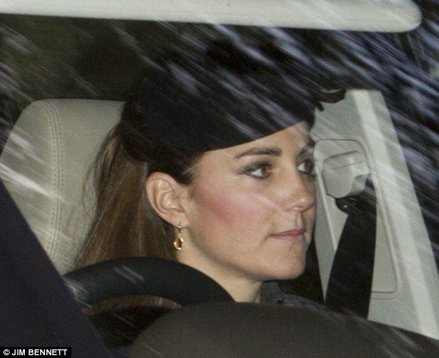 Isabel II, Reina de Gran Bretaña e Irlanda del Norte - Página 40 Article-2429035-182A384400000578-231_634x516