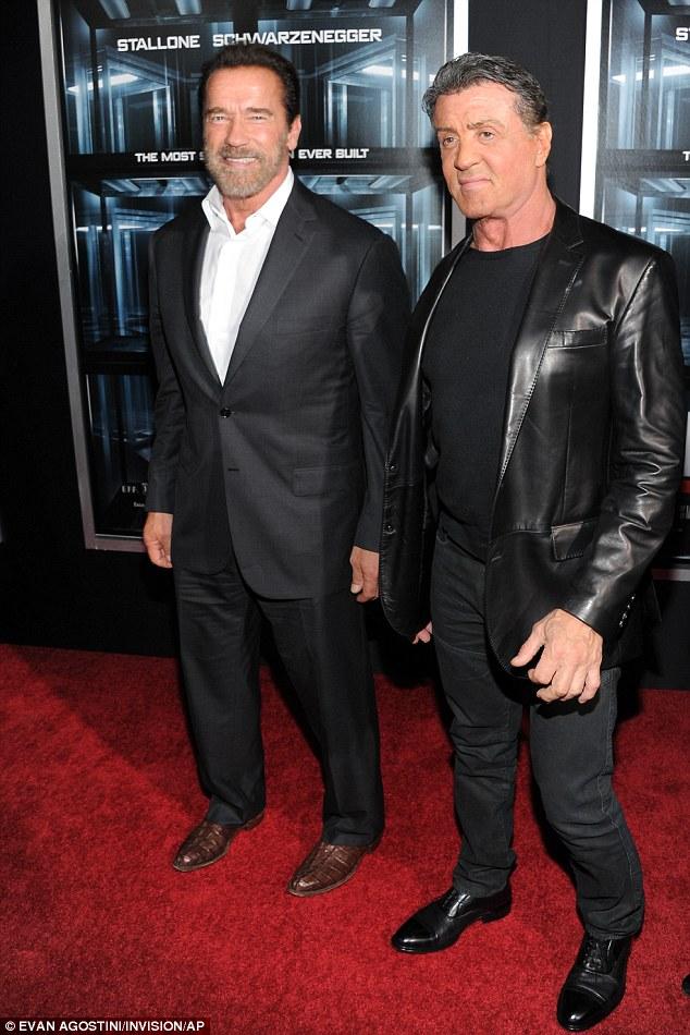 ¿Cuánto mide Arnold Schwarzenegger? - Altura - Real height Article-2462335-18C39E6D00000578-580_634x950