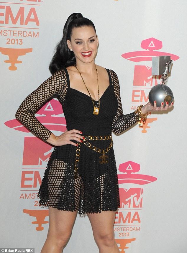 Definitivamente Miley Cyrus rockea!!! - Página 5 Article-2498249-1955CEFE00000578-661_634x861