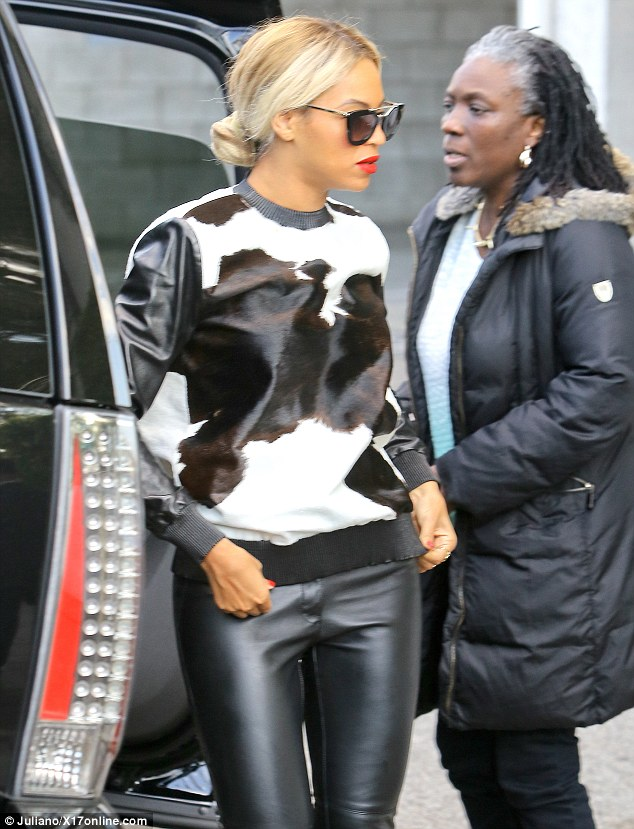 Is Beyonce a stupid cow? Article-0-19EAB16D00000578-222_634x829