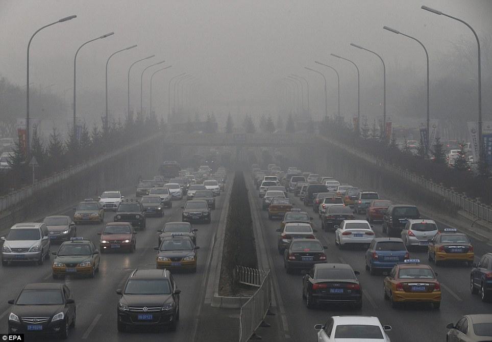 China comienza a emitir los amaneceres en TV por culpa de la contaminación Article-2540955-1AB2D74100000578-494_964x671