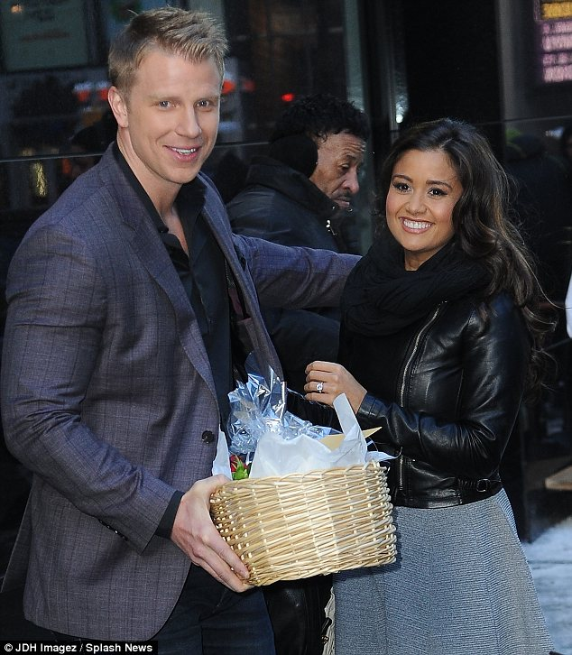 Sean & Catherine Lowe - Pictures - No Discussion - Page 8 Article-2544135-1AE10FF900000578-165_634x726