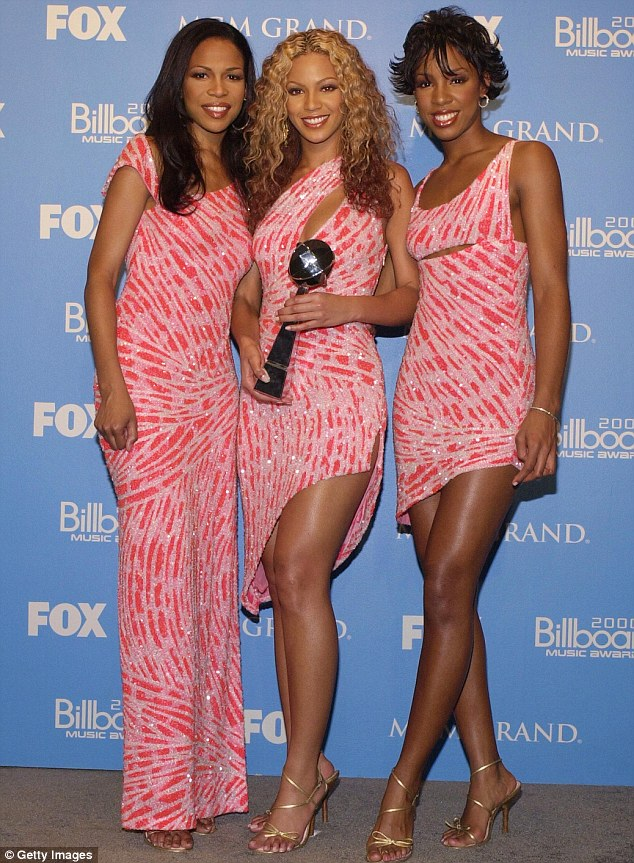 ¿Cuánto mide Kelly Rowland? - Real height Article-2580585-1C474EBE00000578-80_634x863