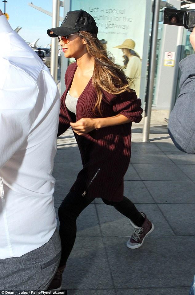 Nicole Scherzinger >> Candids/Apariciones/Shoots Article-0-1C58395400000578-16_634x960