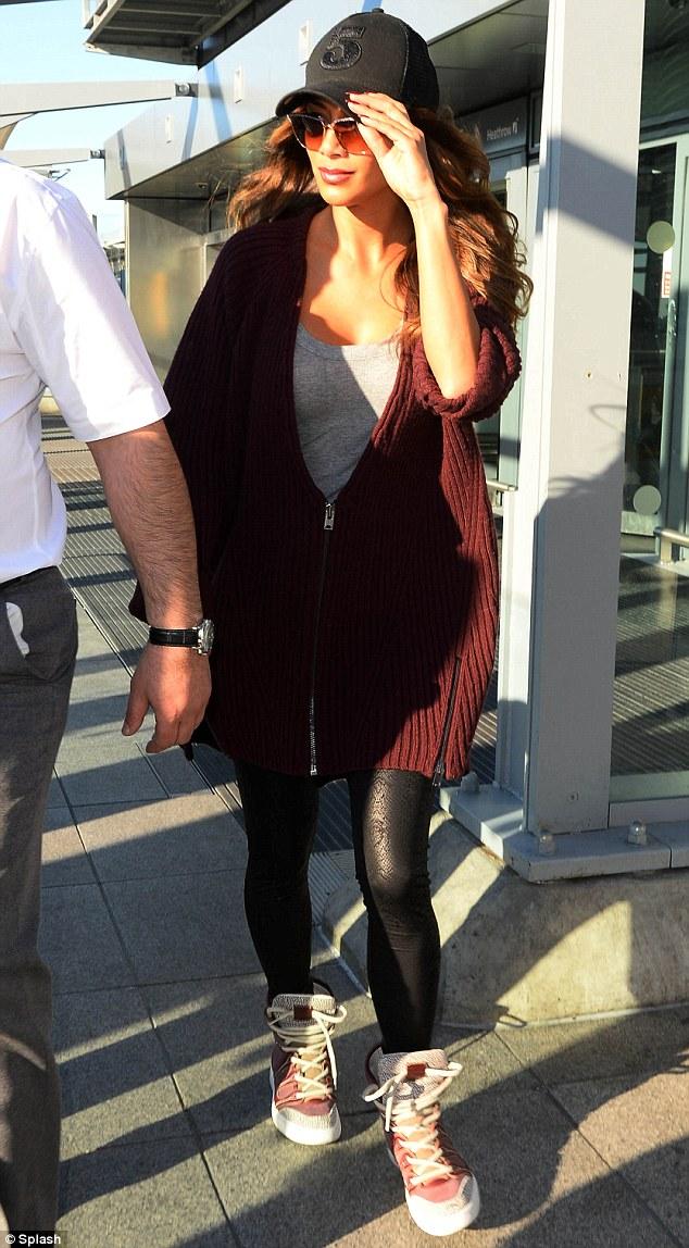 Nicole Scherzinger >> Candids/Apariciones/Shoots Article-2582128-1C58303400000578-843_634x1148