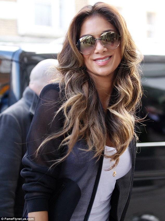 Nicole Scherzinger >> Candids/Apariciones/Shoots Article-2582514-1C5CBAC600000578-246_634x850