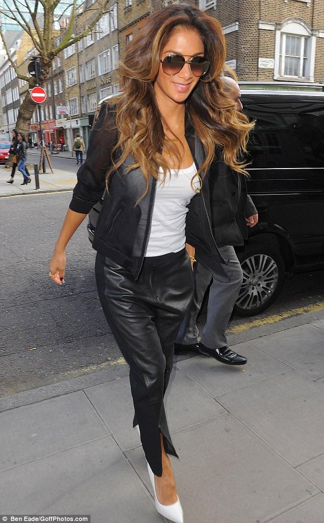 Nicole Scherzinger >> Candids/Apariciones/Shoots Article-2582514-1C5CDA1200000578-29_634x1024
