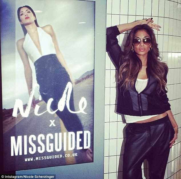 Nicole Scherzinger >> Candids/Apariciones/Shoots Article-2582919-1C5EBA6500000578-113_634x625