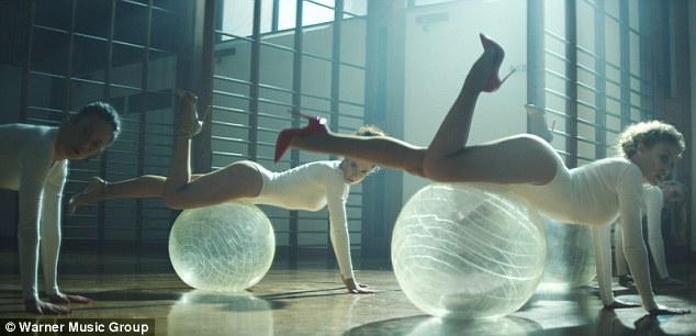Canción >> Sexercize [Visitas: +6 millones ] - Página 2 Article-2583814-1C69066800000578-868_634x306