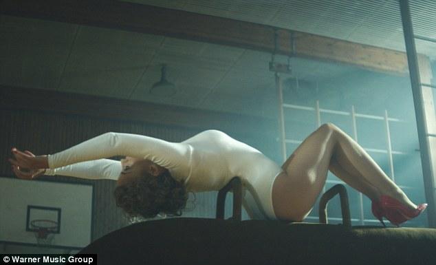Canción >> Sexercize [Visitas: +6 millones ] - Página 2 Article-2583814-1C69067C00000578-67_634x385