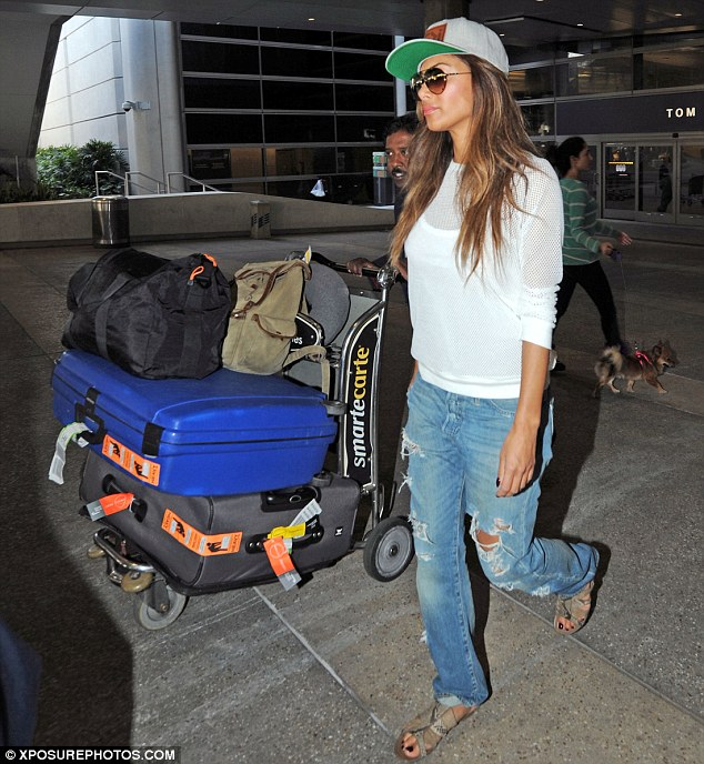 Nicole Scherzinger >> Candids/Apariciones/Shoots Article-2584293-1C69936900000578-184_634x688