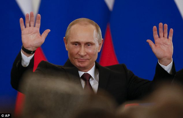 Any comments on Mr. Putin's hand? Article-0-1C690CCA00000578-750_634x409