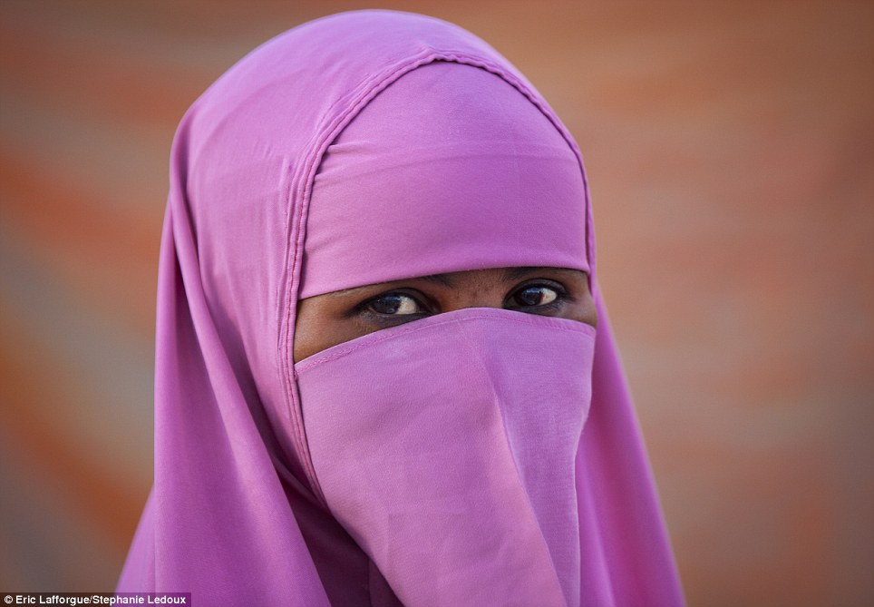 Somalija Article-2595038-1CC33DC200000578-854_964x669