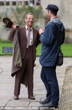 Grantchester ITV 2014, l'adaptation des romans de James Runcie Article-2599017-1CE7A2AB00000578-884_306x464