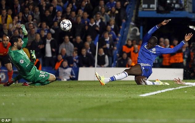 Champions League -   Chelsea vs Paris Saint-Germain Article-2599868-1CF1820F00000578-892_634x401