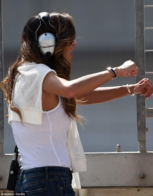 Nicole Scherzinger >> Candids/Apariciones/Shoots Article-2600646-1CF6103900000578-826_634x813