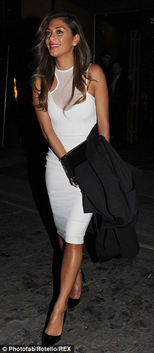 Nicole Scherzinger >> Candids/Apariciones/Shoots Article-0-1D06BB5A00000578-41_306x700